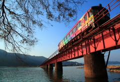 秋空と紅色鉄橋