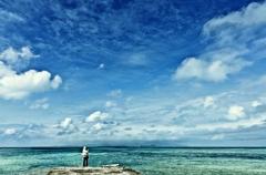 どこまでも明るい空と海