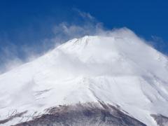 残月と旗雲のランデブー