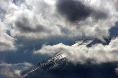 雪光る登山道