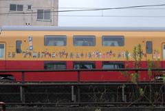 鉄子、二階建て電車のクラッシック絵に見とれる