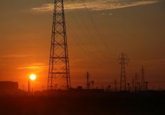 夕陽が沈む(鉄塔のある風景)