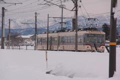 電車は線路が保全整備され動き出す