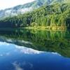 朝のダム湖
