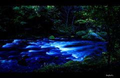 藍色の流れ