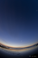 牡蠣棚の夜明け