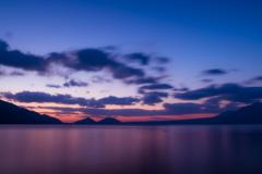 支笏湖 夜明け前の色づき