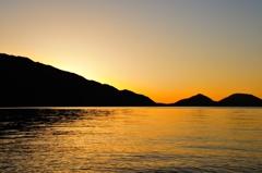 支笏湖 夜明けの色