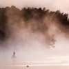 湖上の人影