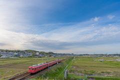 赤電車 青空の下