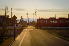 夕暮れの赤い電車