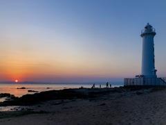 夕暮れの野間灯台