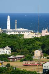 青い海、白い灯台