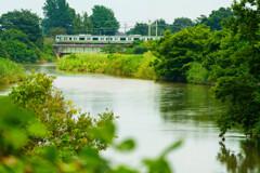 夏の川と鉄の音