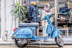 青いモーターサイクル