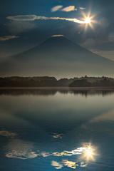 賑う富士山頂付近
