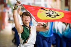 Goddess shaking the flag