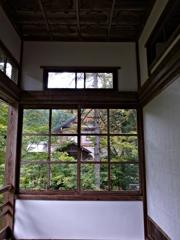 秋の雲洞庵 窓ごしにⅡ