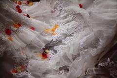 ドレスと花びら