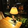 テーブルの灯
