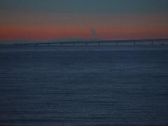 朝靄にかすむ空港連絡橋 P1160537zz