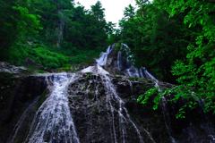 滝を見上げる IMGP4910zz