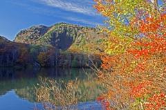 秋色に染まる湖 _IGP8919z