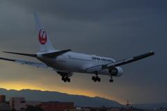 伊丹サンセット -白い機体-