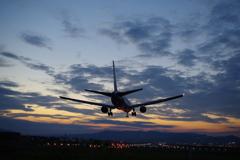 50mm の空港夕景