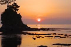 海の夜明け