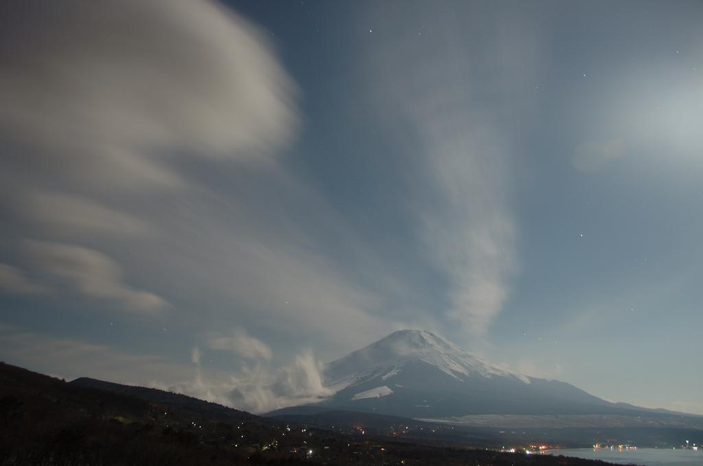 満月の夜の雲来