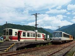 夏の交換駅