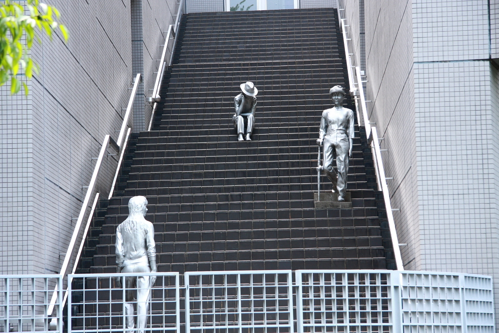 階段の上の静かな住人