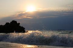 波の向こうに