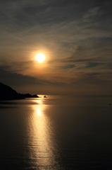 夕陽の世久見湾