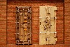 金庫のドア?