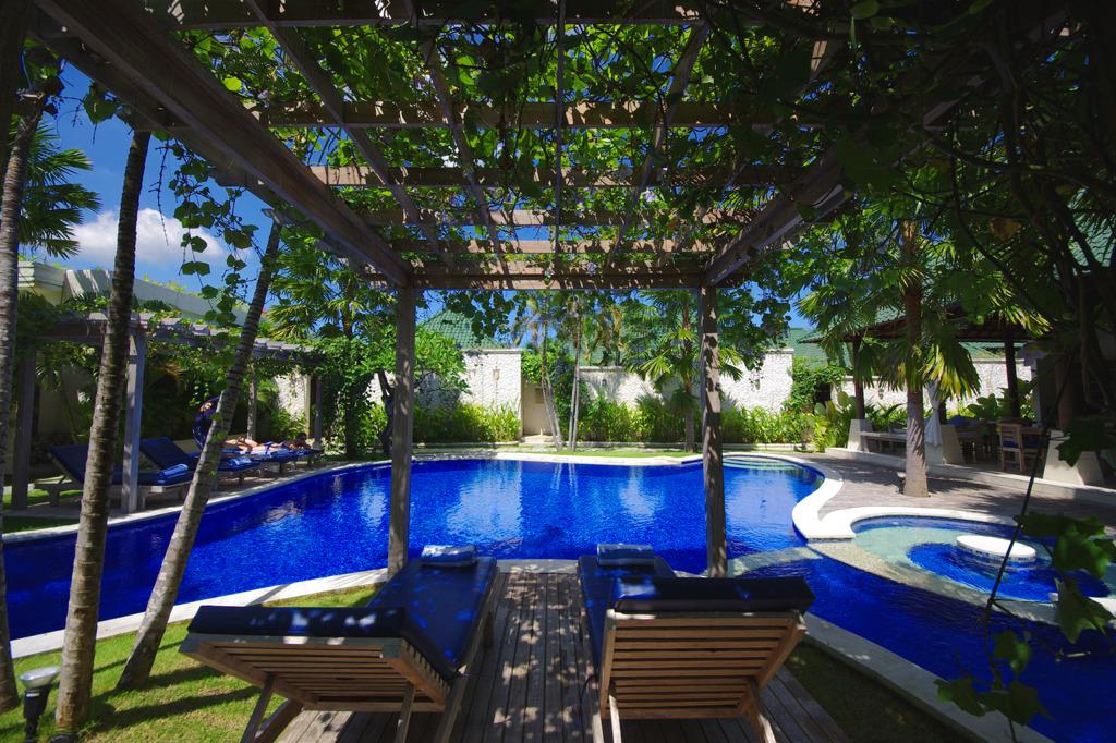 Pool at Artemis