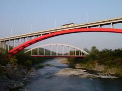 橋をまたぐ橋