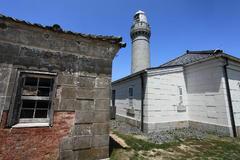角島灯台と旧家屋