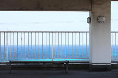 海辺のベンチ