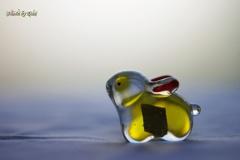 黄色いガラスの兎