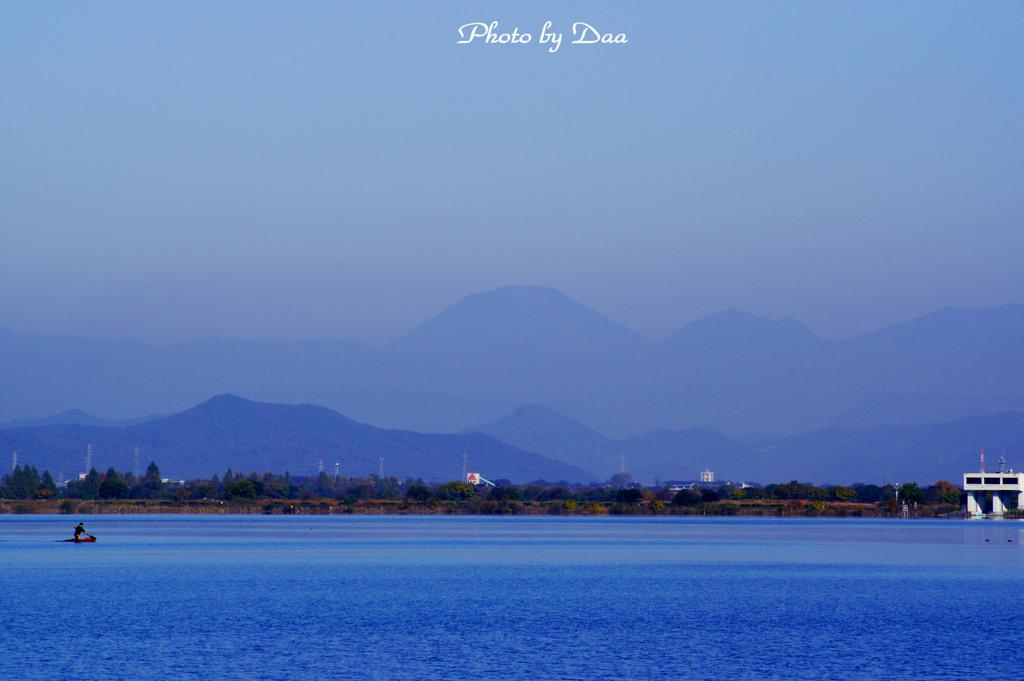 谷中湖越しの男体山