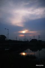 橋の上の朝日