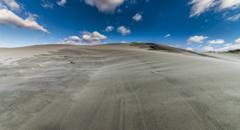 砂山を抜ける風