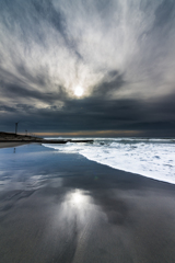 荒れた海の朝 2