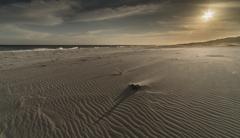 風に荒れる海岸 2