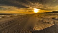 風に荒れる海岸