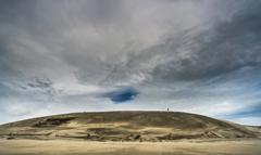 砂山の畝の青空