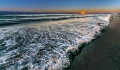 立ち上がる波