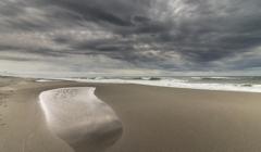 風の強い砂浜